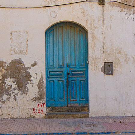 Turquoise Door in Essaouira Morocco & Photos of Doors and Windows from Around the World pezcame.com