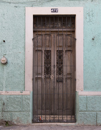 Wood Door in Mérida